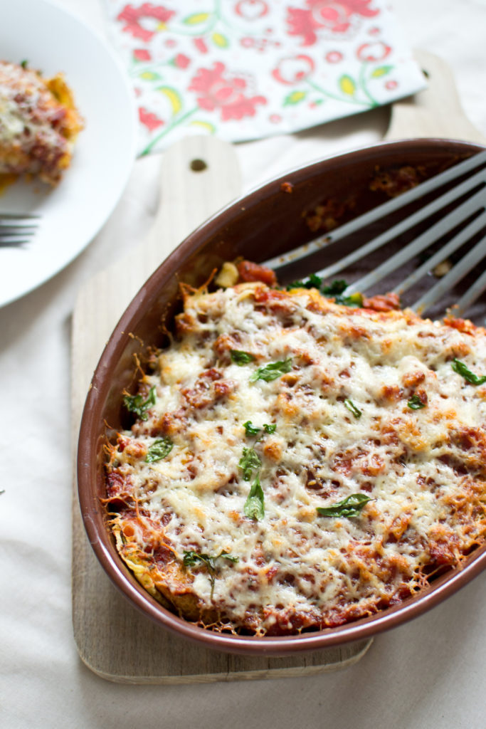 socca-z-puree-z-dyni-jarmuzem-zapieczona-w-sosie-pomidorowym-1