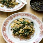 Quinoa z liśćmi musztardowca