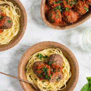 Pulpeciki z mozarellą w sosie pomidorowym