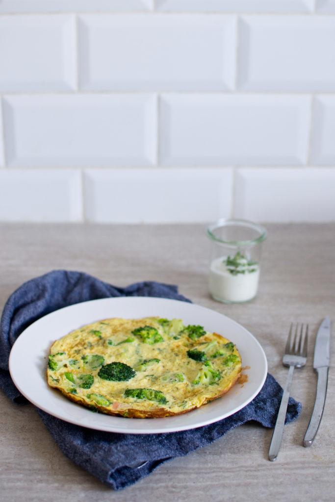 omlet-z-brokulami-i-lososiem