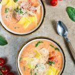 Kremowa zupa z raviolli