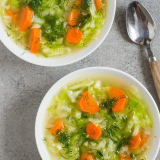 Lekka zupa z młodej kapusty