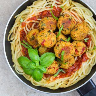 Pulpeciki warzywne w sosie pomidorowym