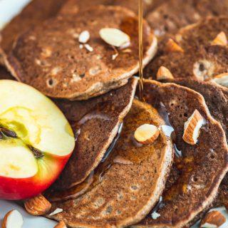 Pancakes jabłkowe na mące migdałowej i gryczanej