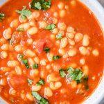 Zupa z białej fasoli z pomidorami
